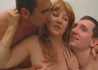 Hairy pussy hottie in an incest 3some