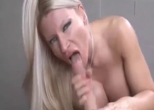 Kinky blondie blowing her brother