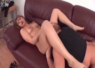 Teen vigorously licked by her daddy